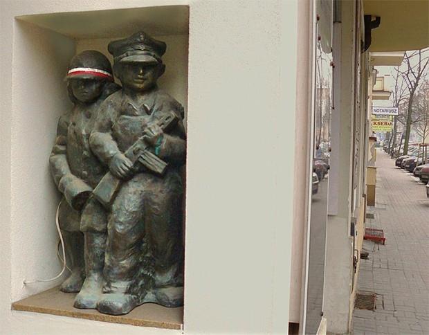 В Познани установлен памятник детям июня 1956 года. Монумент выполнен в форме малой скульптуры и располагается в нише дома по Млынской улице. Памятник посвящён детям, участвовавшим в событиях Познанского восстания 1956 года, когда демонстрации рабочих, не