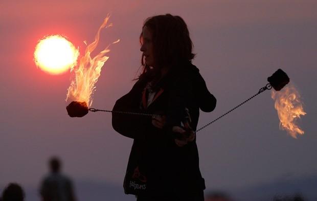 Под стать названию, участники Burning Man традиционно устраивают фаер-шоу.