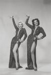 Широкую известность Мэрилин Монро приобрела одновременно с Джейн Рассел, с которой играла вместе в фильме «Джентльмены предпочитают блондинок».