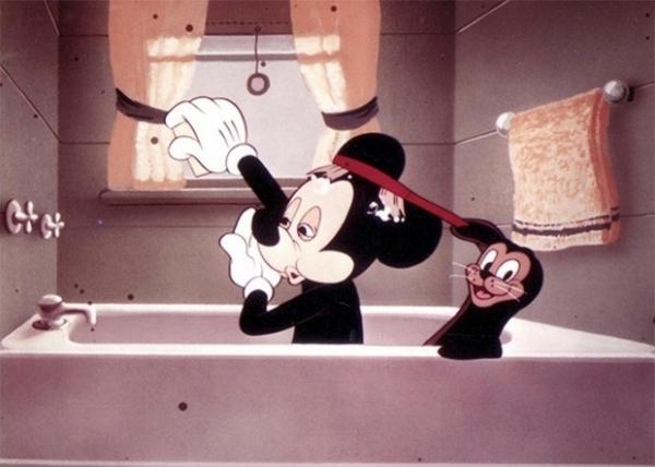 В послевоенных мультфильмах Микки Мауса изображали более детально, хотя каких-либо принципиальных изменений его образ не претерпел. Поскольку аниматоры достигли определённых пределов антропоморфности персонажей.