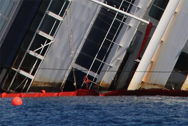 В случае успешного подъема судно Costa Concordia останется близ острова Джильо до весны 2014 года. Затем инженеры планируют отбуксировать его в порт Пьомбино в Тоскане.
