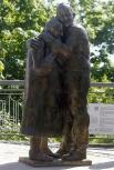 В мае 2013 года рядом со входом на Парковый мост в Киеве состоялось открытие памятника «История любви», посвящённого уникальной истории Луиджи Педутто и Мокрины Юрзук, познакомившихся в 1943 году в австрийском лагере для военнопленных. После освобождения