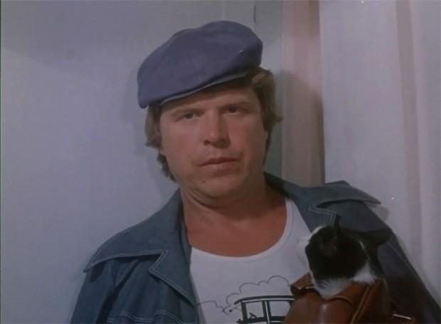 В детской музыкальной комедии Кокшенов исполнил небольшую роль Пашина - хозяина кота Барсика, который получил медаль на выставке собак.