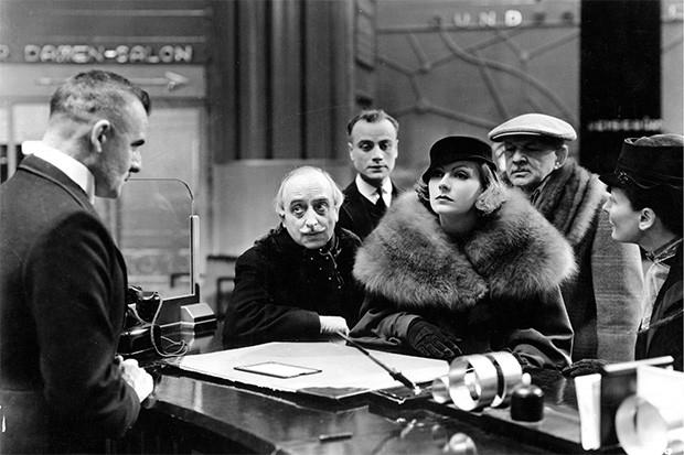 Именно в этом фильме Гарбо произносит реплику «Я хочу побыть одна». Позже героини актрисы регулярно в той или иной форме произносили эту реплику, после чего в сознании зрителей фраза стала ассоциироваться с самой Гретой Гарбо.