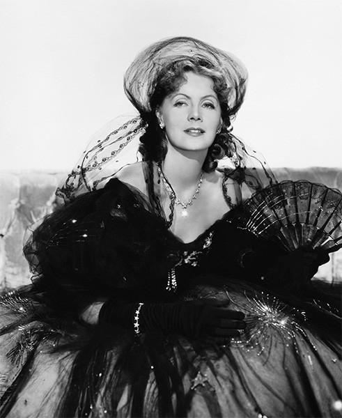 Роль Маргариты Готье, исполненная Гретой Гарбо, стала одним из классических гламурных образов Голливуда, а фильм «Дама с камелиями» - одним из самых успешных с коммерческой точки зрения в карьере актрисы.