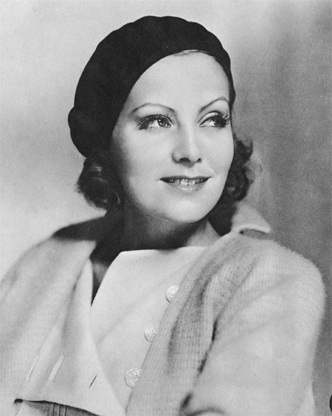 Эта картина, снятая Кларенсом Брауном, стала первым звуковым фильмом, в котором сыграла Грета Гарбо. Продюсеры затягивали переход актрисы на звуковые фильмы из опасений реакции публики, привыкшей к образу Гарбо в немых фильмах.