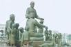 В мае 1982 года на площади Дружбы народов в Ташкенте был установлен одноимённый памятник, посвящённый семье Шамахмудовых, усыновивших в период Великой Отечественной войны 15 осиротевших детей из разных республик СССР. На монументе изображены Шаахмед и Бах