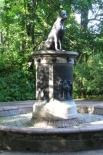 На Аптекарском острове в Санкт-Петербурге установлен памятник с фонтаном, сооружённый в честь животных, пострадавших в ходе научных экспериментов. Монумент получил название «Памятник собаке Павлова» и был открыт в августе 1935 года. Статуя была отлита по