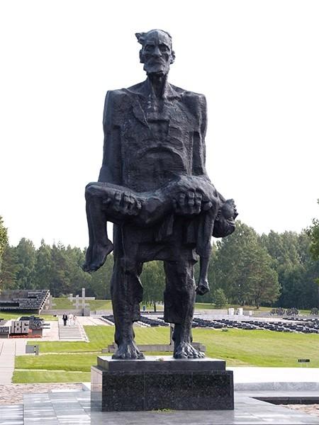 В 1966 году в память об уничтоженных фашистами во время Великой Отечественной войны белорусских деревнях было утверждено создание мемориального комплекса «Хатынь», занимающего площадь около 50 га. Строительство комплекса завершилось к 1969 году, а торжест