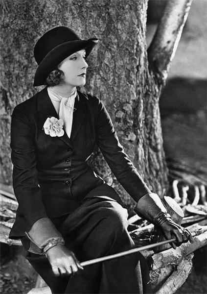 Восхождение Греты Гарбо к славе началось с немого фильма «Сага о Йесте Берлинге» Морица Стиллера. Позднее актрису пригласил сниматься к себе один из основателей студии Metro-Goldwyn-Mayer Луис Б. Майер, а Грета Гарбо, благодаря немым фильмам.