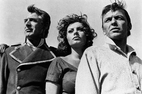 После первых успехов на международных кинофестивалей Софи Лорен посыпались предложения из Голливуда. Одним из первых проектов итальянки в Штатах стала приключенческая драма «Гордость и страсть», в актёрский состав которого вошли также Фрэнк Синатра и Кэри Грант.