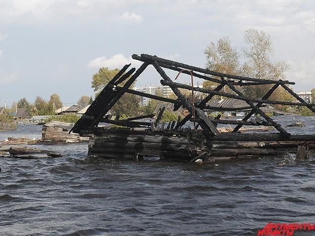 Некоторые здания полностью разрушены.