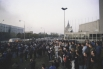 К месту событий прибыл отряд спецназа МВД «Витязь», начавший обстрел толпы.