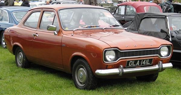 На пятом месте в рейтинге самых продаваемых автомобилей в истории располагается Ford Escort, представленный в 1967 году, чтобы сменить Anglia во главе модельного ряда американской марки. Escort был представлен в виде заднеприводного двух- и четырёхдверног