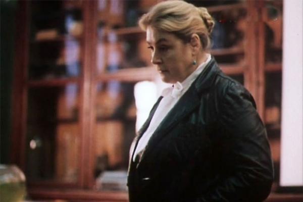 Годом позже актриса снова вернулась к теме взаимоотношения поколений, сыграв маму одной из главных героинь в телевизионном фильме «Что бы ты выбрал?».