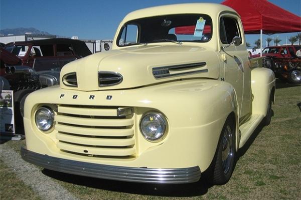 Самыми продаваемыми машинами в США и Северной Америке стали полноразмерные пикапы Ford F-Series. Первый пикап этой серии вышел в 1948 году, и с тех пор популярность автомобилей этой серии не снижается - ежегодно в США продаётся свыше полумиллиона машин, а