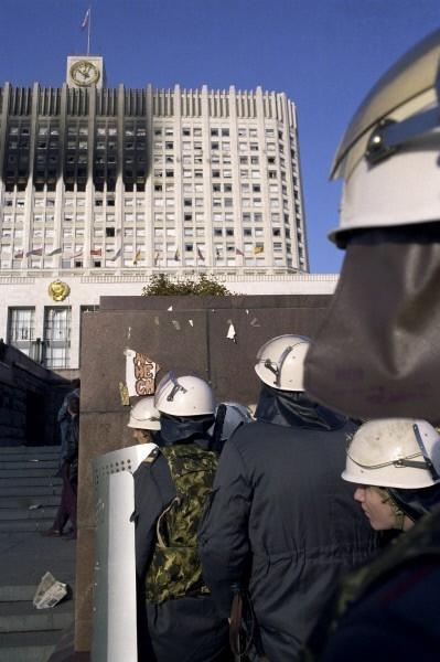 К зданию мгновенно прибыли военные и бойцы спецназа.