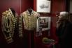 Парадный кафтан лейб-форейтора (1880-1890-е годы) и выездная парадная жокейская куртка (1880-1917-е годы).