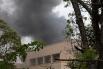 В какой-то момент над крышей Westgate пошёл густой чёрный дым, в связи с чем появились сообщения о взрыве внутри здания.