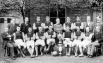 Один из наиболее успешных футбольных клубов конца XIX века - «Астон Вилла», 1897 год. Тогда эта команда победила уже в третий раз в пяти розыгрышах Чемпионата Англии по футболу. На фото игроки позируют вместе с призом за победу в чемпионате, а также с Куб
