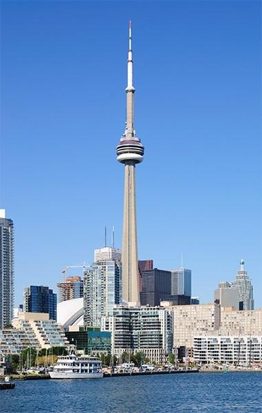 Си-Эн Тауэр (553,33 м). Построенная в 1976 году выша теле- и радиопередач в Канаде вплоть до 2007 года оставалось самым высоким сооружением в мире. Эта башня по-прежнему используется в качестве передатчика сигнала, однако также является символом города То