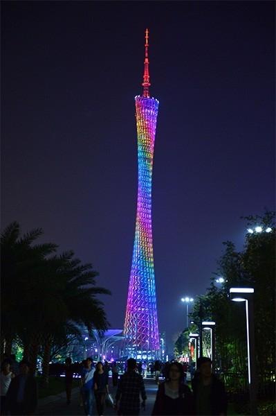 Телебашня Гуанчжоу (600 м). К Азиатским Играм 2010 года компания ARUP построила в Гуанчжоу вторую по высоте телебашню в мире. Возведение сооружения заняло пяти лет. Башня построена в виде комбинации гиперболоидной несущей оболочки и центрального ядра. Инт