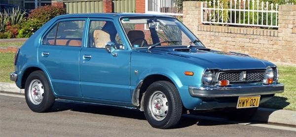 В июле 1972 года Honda представила модель Civic, компактный автомобиль с поперечно расположенным двигателем. Civic стал первой японской машиной, запущенной в массовое производство, и при этом способного конкурировать на европейском рынке. Именно за счёт м