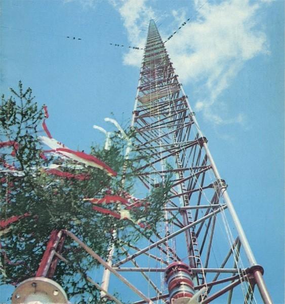 Варшавская радиомачта (646,38 м). Вплоть до обрушения в 1991 году эта мачта была самым высоким сооружением на Земле. Она была предназначена для длинноволнового радиовещания на территорию Польши и Европы. Башня создана по проекту инженера Яна Поляка, её ст