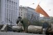 Вооружённое противостояние началось с митинга на Октябрьской площади, когда сторонники Верховного Совета начали штурм телецентра «Останкино».