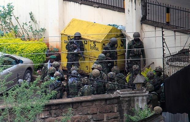 Затем силы спецназа предприняли ещё одну попытку штурма.