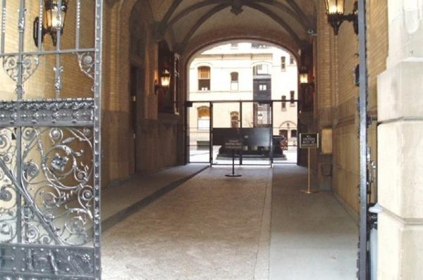 Джон Леннон был убит 8 декабря 1980 года около дома музыканта в Манхэттене, Нью-Йорк. Убийца Марк Дэвид Чепмен утром взял автограф у Джона Леннона, после чего ожидал его весь день перед воротами здания. По возвращении Леннона из студии около одиннадцати ч