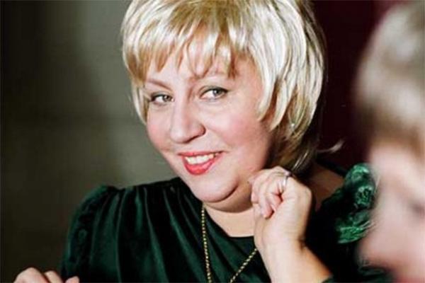 Одной из самых запоминающихся ролей Марины Голуб стал образ мамы главного героя в чёрной комедии Кирилла Серебренникова «Изображая жертву».
