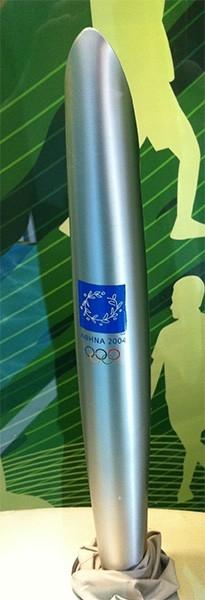 Факел афинской Олимпиады 2004 года.