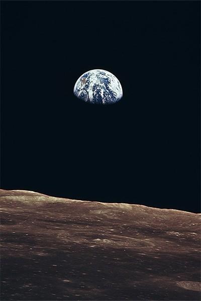 Вид Земли с орбиты Луны. Фотография сделана с борта аппарата «Аполлон 11» 20 июля 1969 года.
