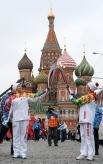 Одними из первых в рамках кремлёвского этапа эстафеты факел пронесли синхронистка Анастасия Давыдова и гимнастка Светлана Хоркина.