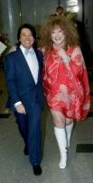 Алла Пугачева в платье от модельера Валентина Юдашкина (слева).