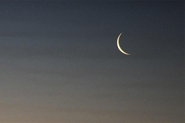 Луна в небе над Казахстаном.