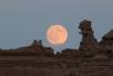 Луна в небе над Ютой, США.