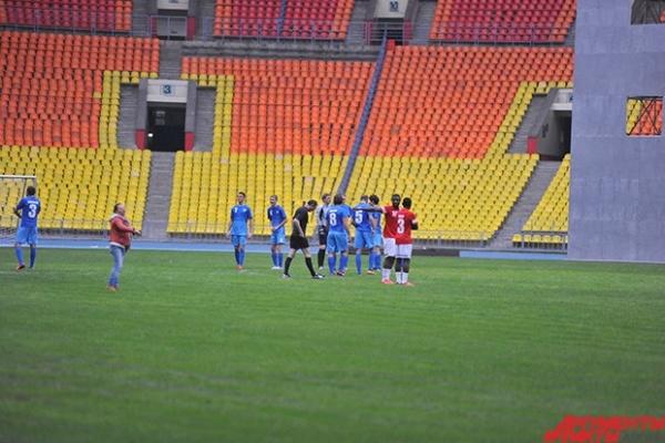 Запланированная реконструкция стартует не раньше весны следующего года, но власти уже в сентябре 2013 запретили проводить матчи на лучшей арене страны.