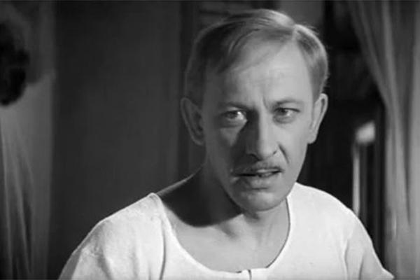 В экранизации романа Ильфа и Петрова Евстигнеев сыграл роль Александра Ивановича Корейко, подпольного миллионера, ставшего мишенью Остапа Бендера.