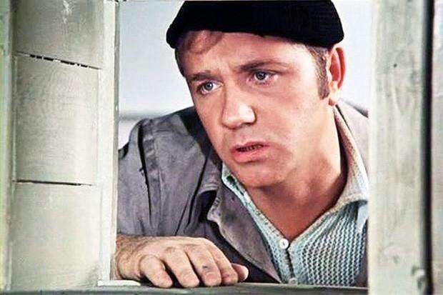 Одной из вершин карьеры Куравлёва стала роль сантехника Афанасия Борщова в фильме «Афоня». Картина пользовалась бешеной популярностью среди зрителей и занимает 15-е место среди отечественных фильмов за всю историю советского проката. Признание фильма во м