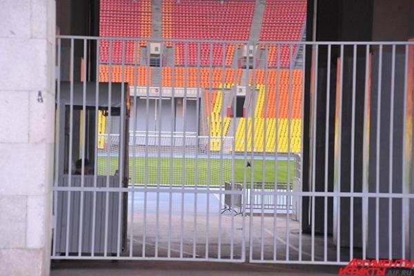 Даже со стороны видно, что «Лужники» и сейчас готовы принять футбольный матч любого уровня.