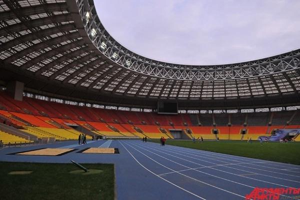 За исключением демонтированной после чемпионата мира по легкой атлетике ложи-прессы, которую спокойно можно сделать популярным в России «островком безопасности», все кресла находятся на своих местах.