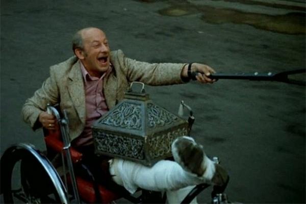 Евгений Евстигнеев сыграл ещё в одном проекте Эльдара Рязанова - итало-советской комедии «Невероятные приключения итальянцев в России», где исполнил второстепенную роль хромого итальянца, последовавшего по следам затерянного клада. Интересно, что Евстигне