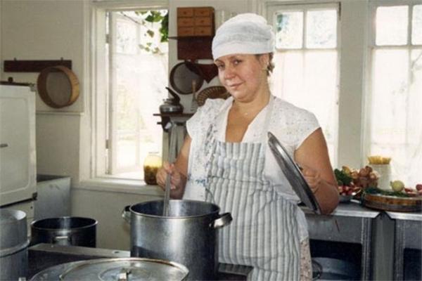Марина Голуб исполнила роль второго плана в громкой социальной драме «Водитель для Веры», отмеченную на фестивале «Кинотавр» и премией «Ника».