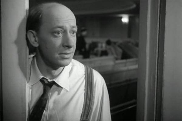 В 1966 году Евстигнеев снялся у Эльдара Рязанова в комедии «Берегись автомобиля» - актёру досталась роль Евгения Александровича, режиссёра народного театра.