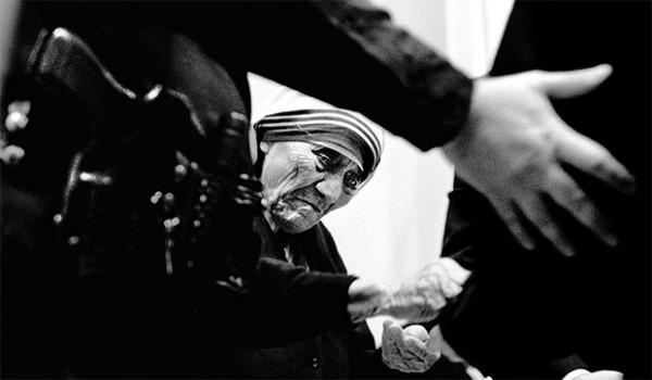 Согласно некоторым источникам, в частном порядке Мать Тереза переживала сомнения и борьбу по поводу своих религиозных убеждений, которые продолжались на протяжении почти пятидесяти лет.
