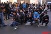 В день Жертвоприношения паломники, находящиеся в Мекке, совершают символическое кидание камнями и таваф (семикратный обход вокруг Каабы).