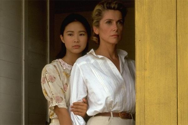 В 1992 году Катрин Денёв снялась в главной роли в драме Режиса Варнье «Индокитай». Фильм собрал большое количество наград, в том числе «Оскар» в номинации «Лучший фильм на иностранном языке», а Денёв за свою игру удостоилась премии «Сезар» за лучшую женск
