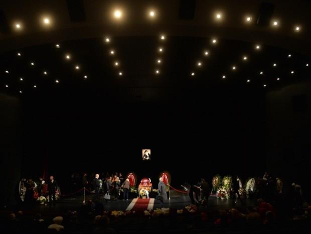 Церемония прощания с актрисой состоялась в Театре Сатиры, где Ольга Аросева работала последние 60 лет.